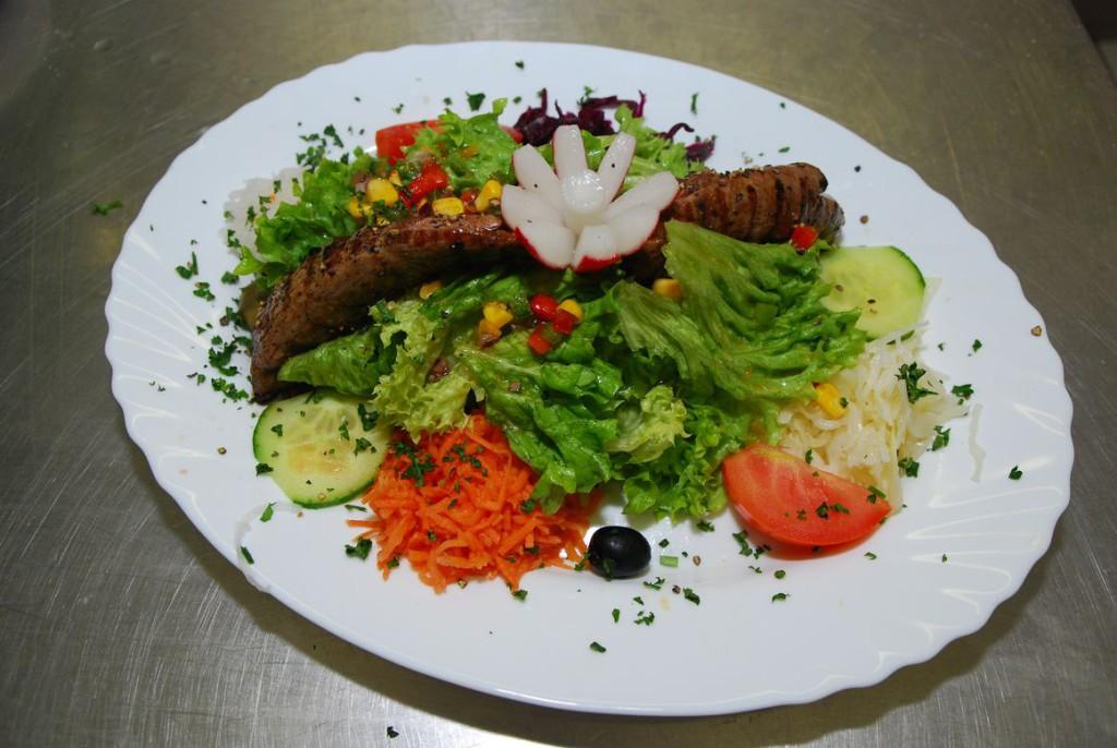 Lamm auf Salat